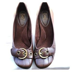 Brown leather-look wedge shoes with buckle accent